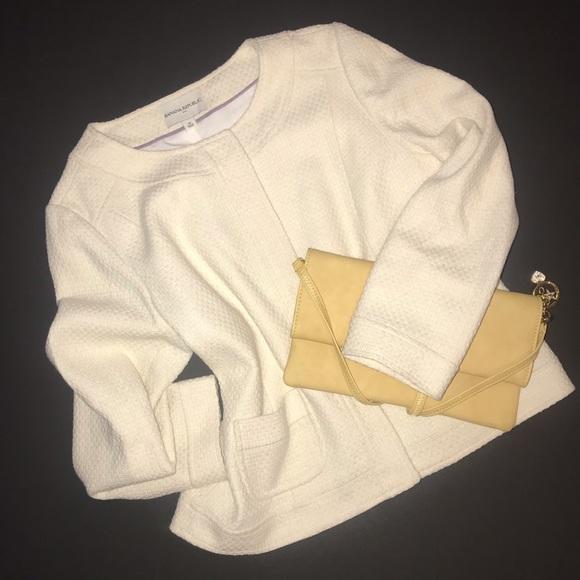 Banana Republic Jackets & Blazers - Banana Republic Cream tweed crop jacket